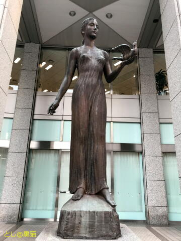 都庁、都民広場の裸婦銅像
