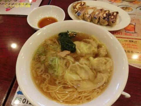 ワンタン麺と焼き餃子
