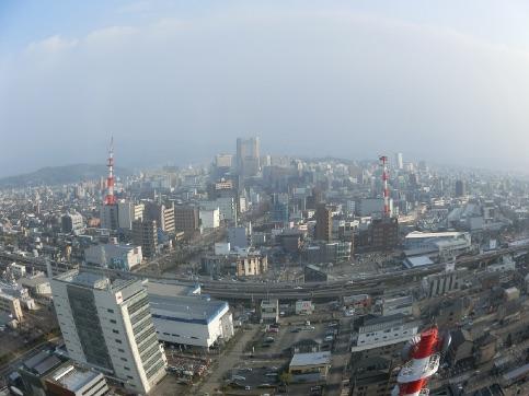 石川県庁の19階の展望フロアから、金沢市内を一望