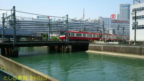 横浜駅からアナンダへ歩くときに渡る橋