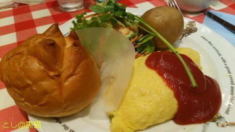 ラケル モッツアレラチーズのオムライスとミルクティー