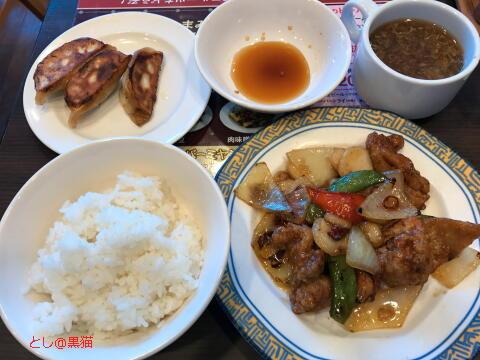鶏肉のピリ辛炒め+餃子3個+ライス+スープ
