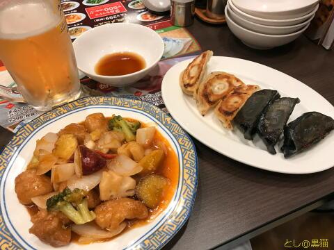 バルサミコ酢の酢豚と、白黒餃子、ビール